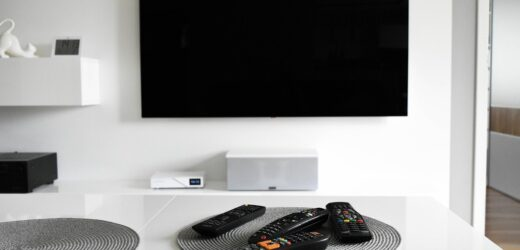Jaki uchwyt do telewizora? Wskazówki, co wybrać i jak zamontować