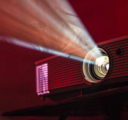Jak wybrać projektor