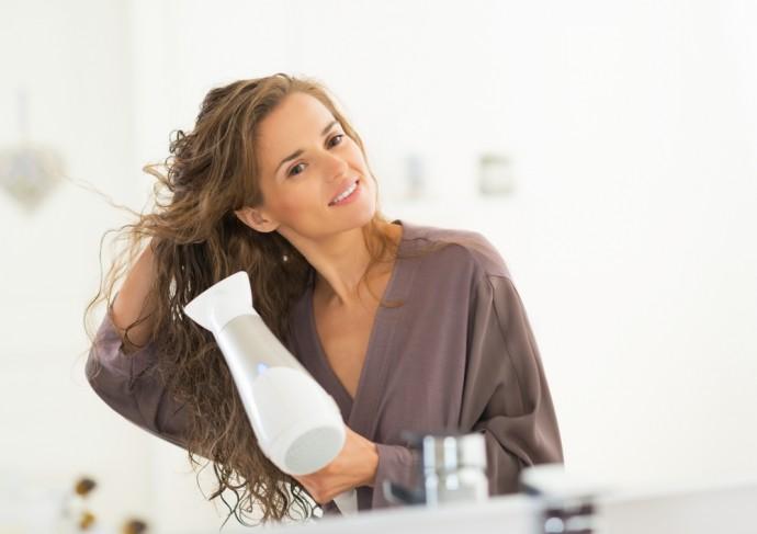 Co powinna posiadać dobra suszarka do włosów? Poradnik