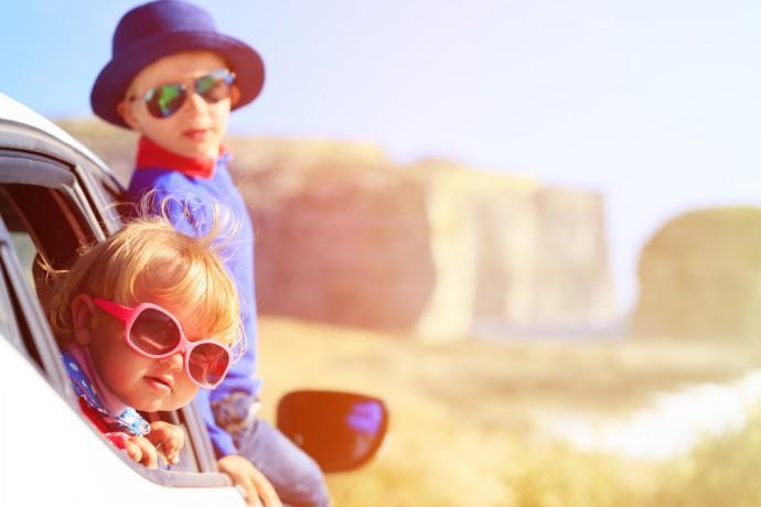 5 gadżetów ułatwiających podróżowanie z dzieckiem na wakacje
