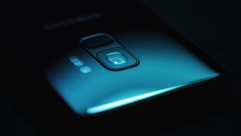 Najdziwniejsze technologie - wymienialny obiektyw w smartfonie